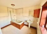 Shorrocks_Wharles_bathroom